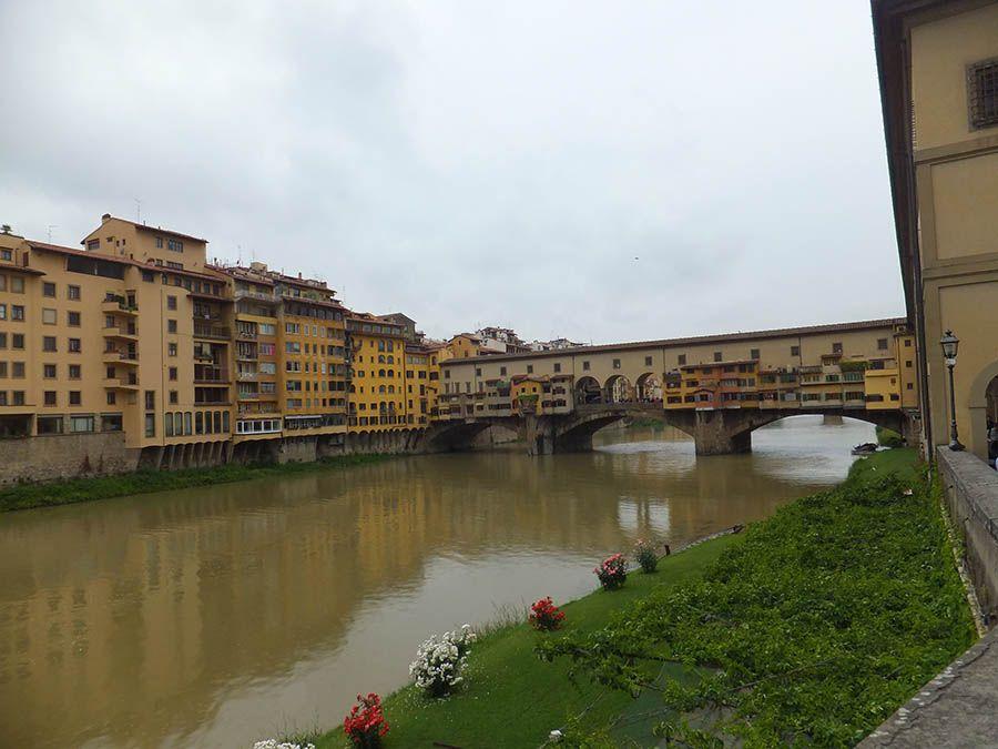 Rio arno en Pisa