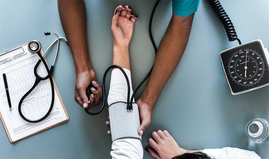Es conveniente acudir al médico antes de salir de viaje