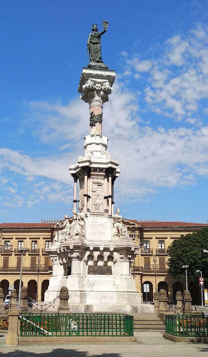Monumento a los fueros de Navarra