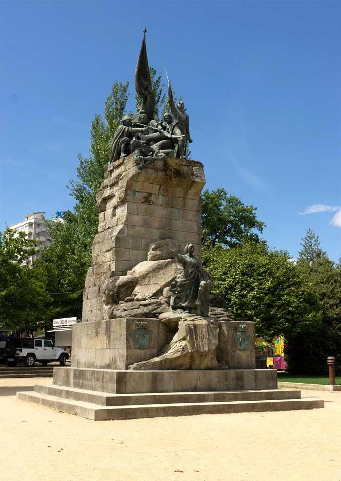 monumento dedicado a los héroes de Ponte Sampaio en Pontevedra